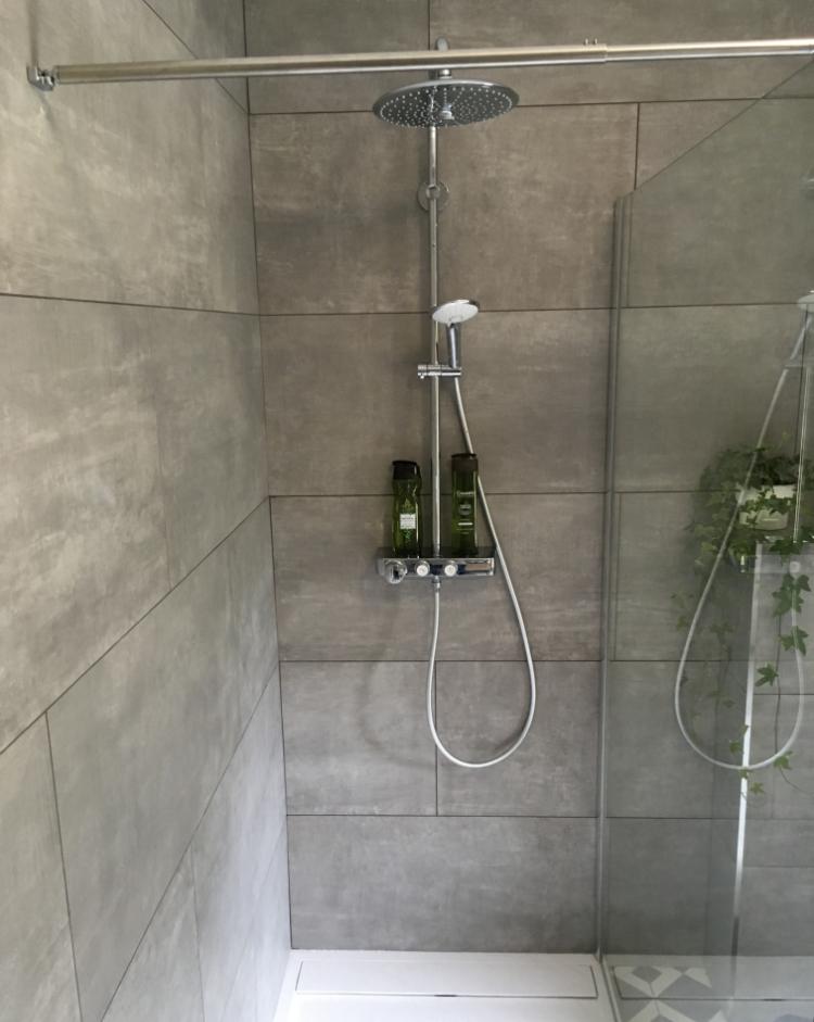 Création de salle de bain et colonne de douche design