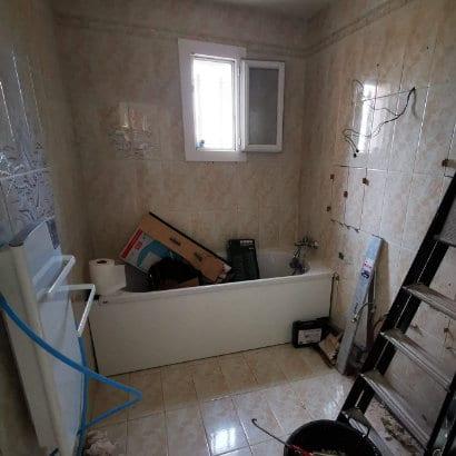 Travaux de rénovation d'une salle de bain à Marignane pendant